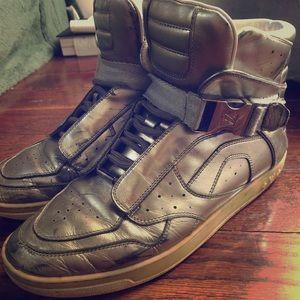 Louis Vuitton's silver sneaker (female)